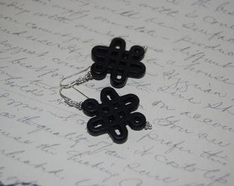 Black Carved Knot Ceramic Dangled  Earrings.