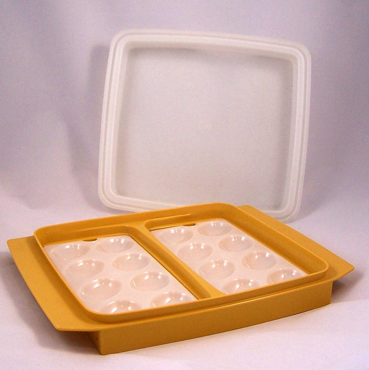 Sectioned Tupperware: Vintage Tupperware Four Piece Egg Carrier And Divided Tray In