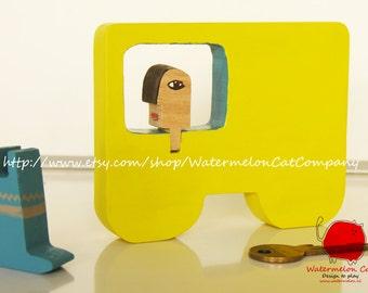 HURBANOS wooden toy set + book: van with driver
