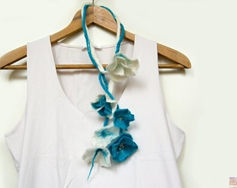 White and Turquoise, Felt flower necklace, Wet Felted necklace, Romantic jewelry, Fiber art jewlery, Wool rope necklace, Beaded necklace