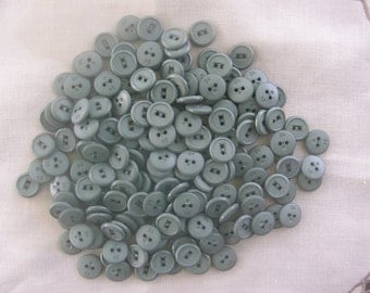 95 vintage olive green 2-hole round flat buttons (6p/60-1) (SAK 2)