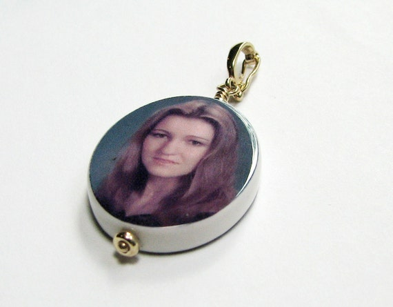 Photo Jewelry - 14K Gold Edition Oval Photo Pendant - Medium - P10G