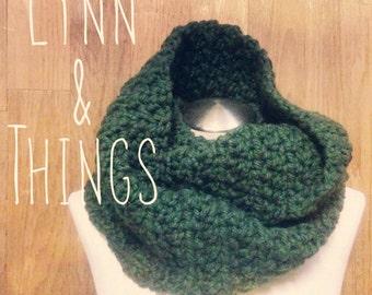 women crochet green infinity scarf,crochet scarf darkgreen,scarf crochet chunky handmade green,woman scrf crochet green