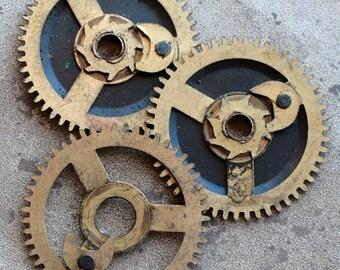 Vintage clock brass gears -- set of 3 -- D17