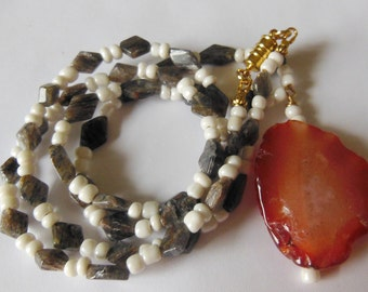 Agate passion with pendant, necklace  446