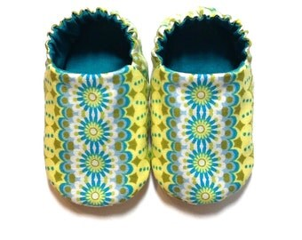 Baby Girl Shoes, 0-6 mos. Baby Booties, Girl Crib Shoes, Soft Sole Baby Shoes, Slip on Baby Girl Shoes, Girl Baby Booties, Baby Girl Gift