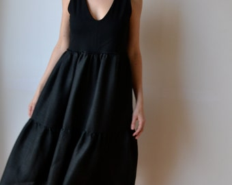 Black tiered little black dress, linen and jersey. Ruffles. V neck. LBD
