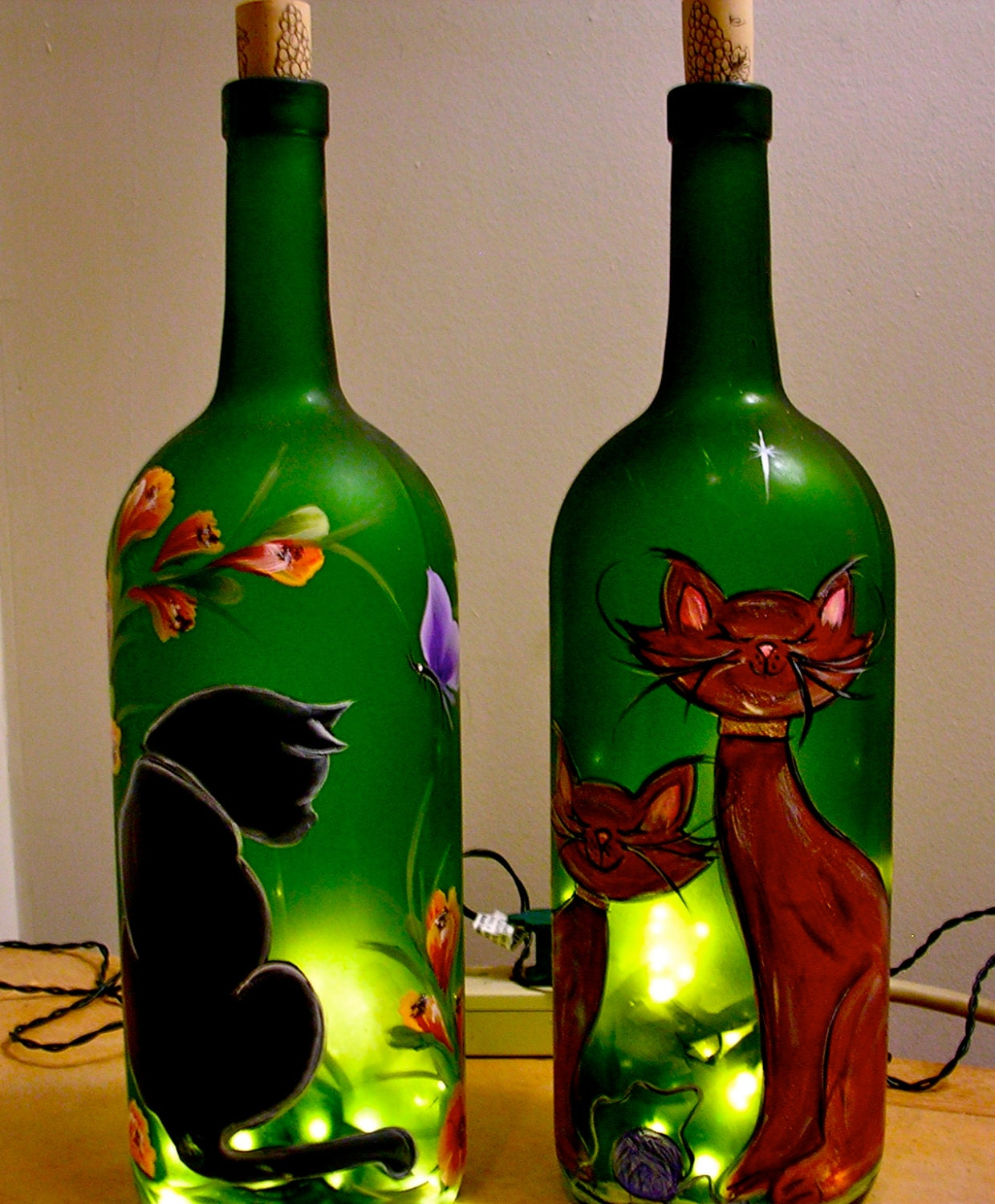 Lighted wine bottle hand painted cat decorative lamp Painting old glass bottles