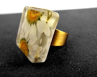 SALE 50% OFF: Real daisies square ring. Daisies in resin. Antique color, adjustable