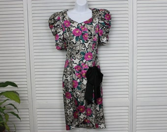 "Vintage 1980s Girls/Ladies/Teens Dress Floral 30"" Bust"