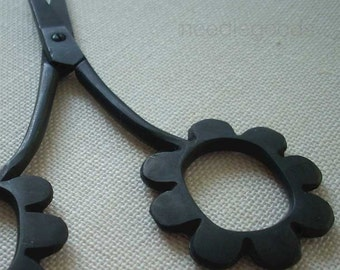 black DAISY embroidery scissors for knitting, cross stitch, crafts, embroidery