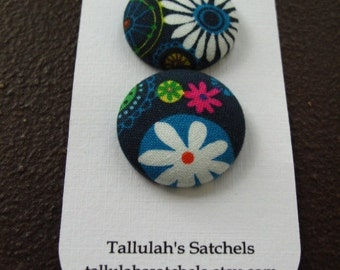 """Wearable Sew On Fabric Covered Buttons - Size 45 or 1 1/8"""" Flowers on Navy"""