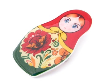 Russian Nesting Doll Matryoshka Brooch Pin Plastic Resin Red Green Yellow