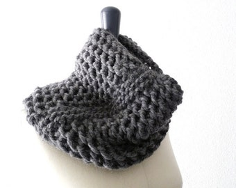 Baby Alpaca Knit Lace Infinity Loop Scarf in Gray. Men / Women. Urban Style. Fall / Ski / Winter. Handmade in France.
