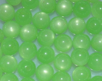 Vintage Lucite Candy Apple Green Round Moonglow Beads 22