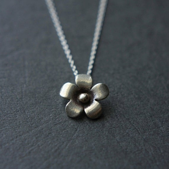 Silver Flower Necklace, Sterling Silver Daisy Necklace, Floral Jewelry, Minimal Jewelry, Silver Necklace, Flower Pendant, Jewelry Gift