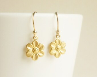 Gold Flower Earrings,Brass Gold Daisy Flower Earrings Bridesmaid Gift Minimal Jewelry,Gift under 15