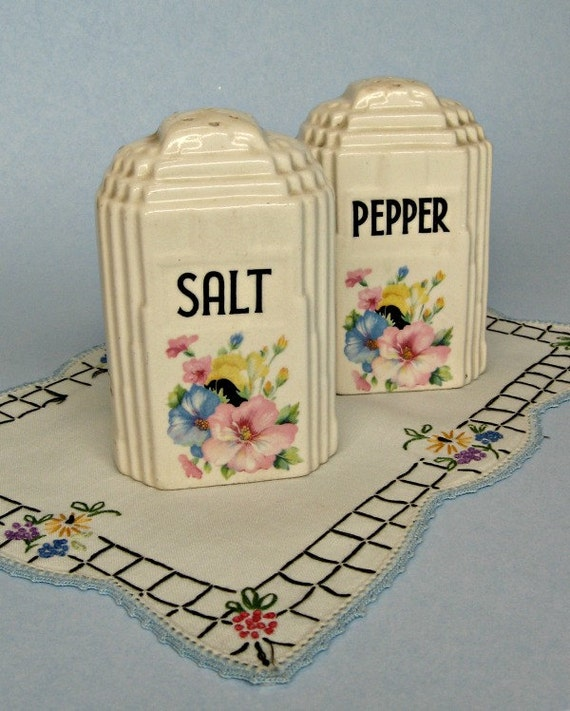 Vintage Salt And Pepper Shakers Art Deco Skyscraper