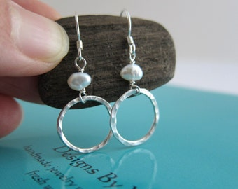 Simple Hammered Dazzing Single Circle Mini Pearl Dangle Earrings Dainty Delicate Casual Wardrobe Vacation Beach Party Elegance City Chic