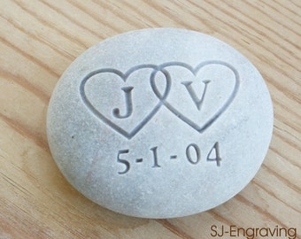 Wedding and Anniversary gifts - Custom Oathing Stone - Interlocking Hearts with Initials - for wedding, commitment, ceremony, anniversary