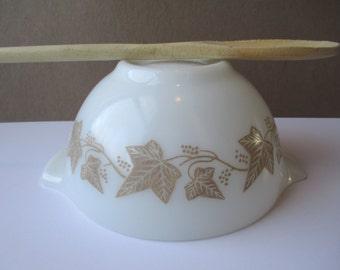 Vintage Pyrex Sandalwood 1.5 Pt Cinderella Mixing Bowl - Cottage Chic