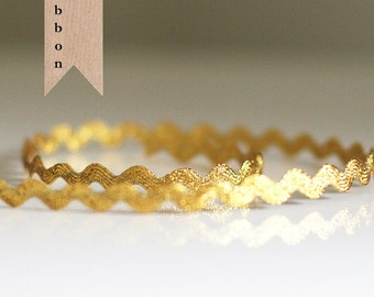 3 yards of Metallic Gold Ric Rac trim ribbon 1/4""