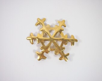 Snowflake Gold Tone Brooch Vintage 80s Jewelry