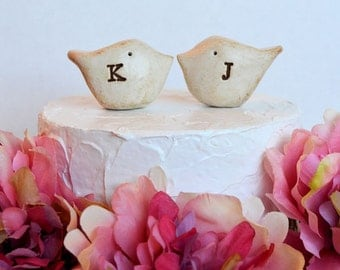 Wedding cake topper / Custom cake topper / Custom monogram initials / Personalized birds for your wedding cake / personalized cake topper