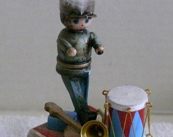 Music Box- Drummer Box - Schmid   March of the Wooden Soldiers  1982