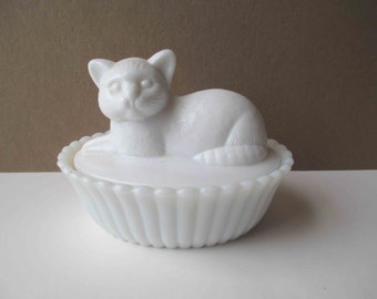 Vintage Westmoreland Milk Glass Cat Candy Container