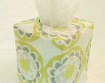 Tissue Box Cover - Reversible Blossom and Lace in Chartreuse
