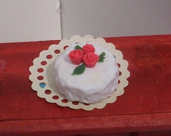 Romantic Roses Layer Cake Dollhouse Miniature