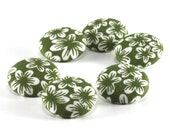 Fabric Buttons - Retro Green Flowers - 6 Medium Buttons - White Flowers on Forest Green - Floral Fabric Covered Buttons