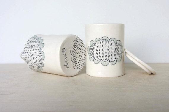 Doily Patterned Ceramic Cream and Sugar Set
