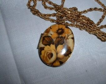"""Vintage Floral Rose Oval Goldtone Locket 1  3/4"""" 29"""" chain"""