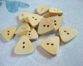 10 Unfinished Wooden Triangle Shape Buttons 17mm  (BB098)