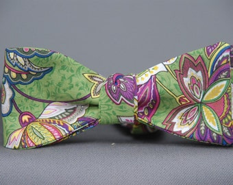 Wild Flowers on Green  Bow Tie