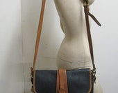 vintage med sz navy blue and brown leather DOONEY AND BOURKE purse