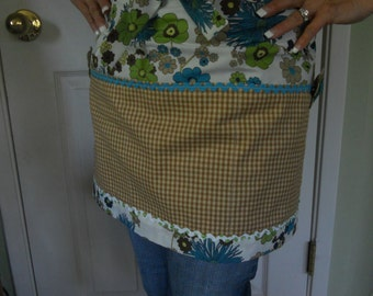 Craft Apron Gift Set, Sewing room accesories, Turquoise and green apron, Vintage fabric apron, Vendor apron