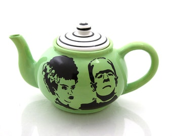 Halloween wedding gift, Mr and Mrs, personalized wedding gift, Frankenstein and bride teapot, large teapot, October, DL