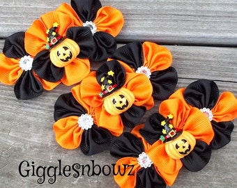 Set of THReE Embellished GRoSGRAiN CLuSTeR Flowers- PuMPKiN w WiTCHeS HaT- 4 inch Size
