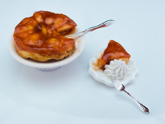 Tarte Tatin with serving - French Miniature Food in 12th Scale