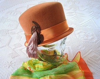 HAT Vintage Pill Box Era Retro Dress Up Costume Audrey Jackie O Vogue Peach Wool Sequence Derby Style