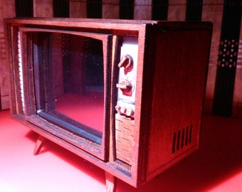 Dollhouse miniature working retro TV