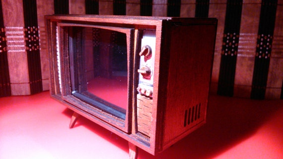 Dollhouse miniature working retro TV