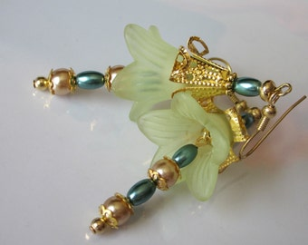 Flower Earrings, Beaded Flower Dangle, Lucite Flower, Gold Filigree, Light Golden Glass Pearls