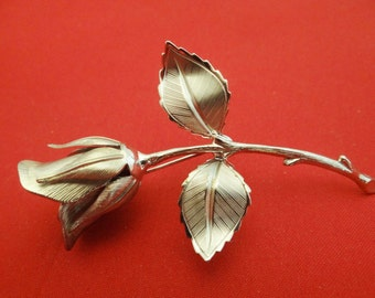 """Vintage 3"""" silver tone brooch with rose bud on stem design in great condition, appears unworn"""