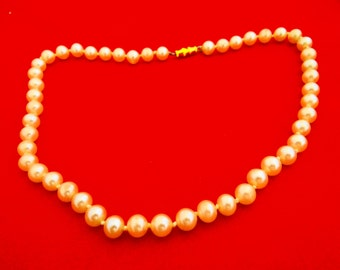 "Vintage hand knotted creme pearl 18"" necklace in great condition"