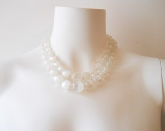 VTG 60s White Glass Necklace Pin Up Glam