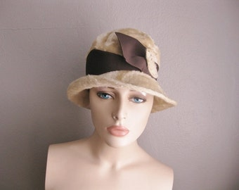 60s Woodward and Lothrop velour FEDORA cloche in brown and oatmeal size 21.5